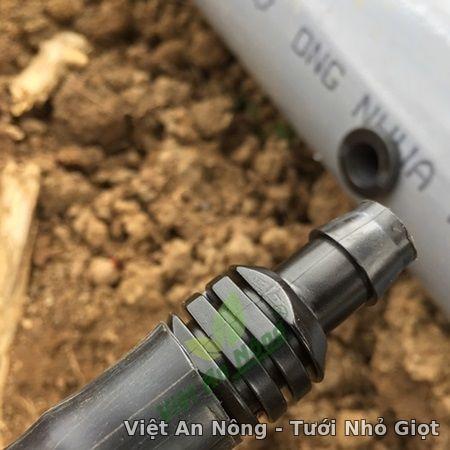 Khởi thủy 16mm ra ống LDPE dẻo đen có roan cao su việt an nông